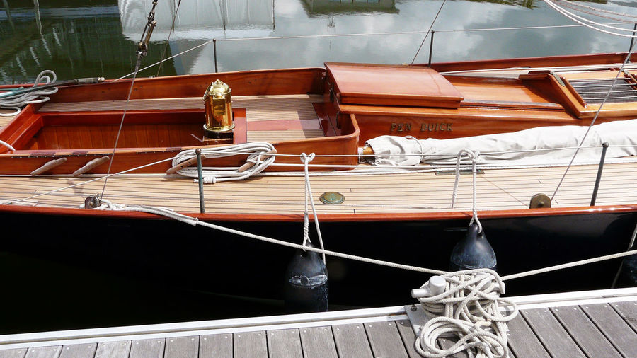 A wooden boat moored Black Shells Segelboote Wooden Boat Black Fenders Boat Boat Entrance Brass Cleat Cleats Laiton Mode Of Transport Moored No People Penduick Rope Sailboat Varnished Deck Voilier Voilier En Bois Wood Deck Wooden Sailboat Close-up Ropes Boats 16x9photography 帆船 In Lorient