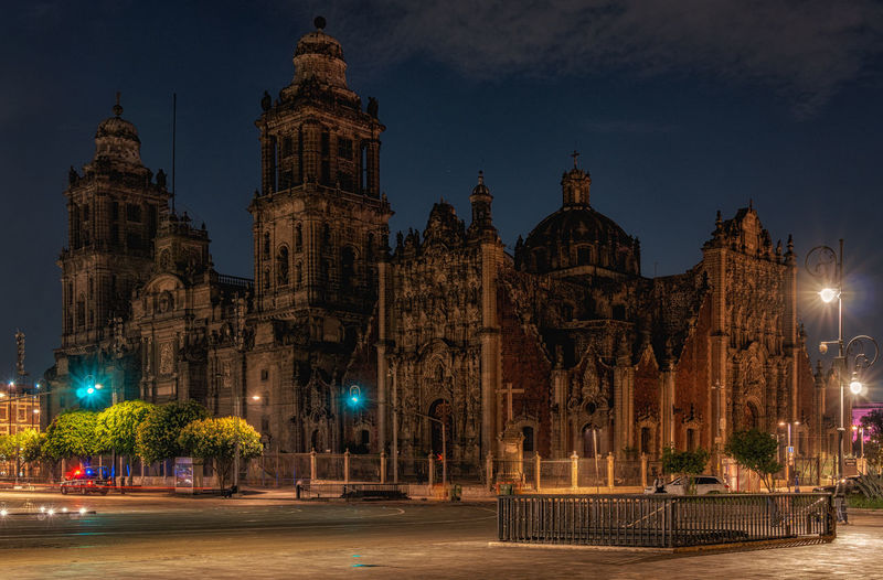 Catedral Metropolitana, Mexico City at night Architecture Building Exterior Built Structure Illuminated Sky City Building Night Place Of Worship Travel Destinations Religion History Travel Street Street Light Mexico City Mexico Zócalo Catedral Metropolitana Cathedral Long Exposure Historic Building Church Urban Scene Dome Historic