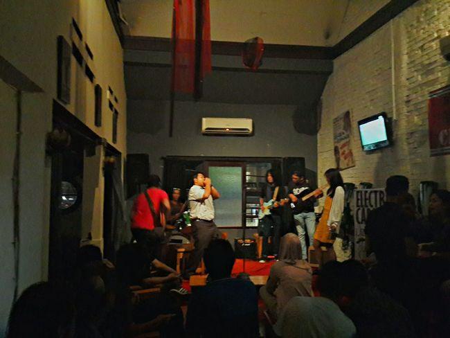 badass madaf*cka just doin his thingy. Goks Juara INDONESIA Musik