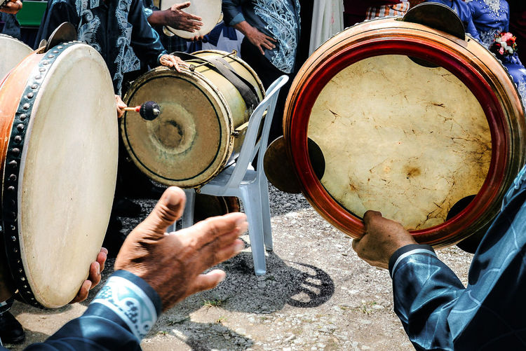 Musical Instrument Real People Music Musical Equipment Drum - Percussion Instrument Holding Men Low Section Arts Culture And Entertainment Human Hand Playing Musician Lifestyles Kompang Drums Celebration Malay Wedding Ceremony Cultural Music Music Festival Festival Analogue Sound