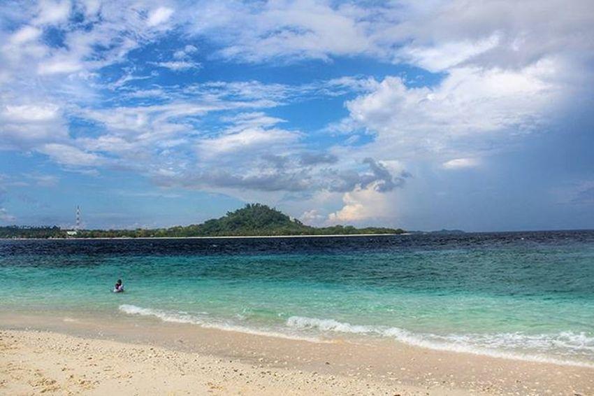 Pulau Gangga dari Pulau Lihaga . . 📍 Pulaugangga Pulaulihaga Likupang Minahasautara Sulawesiutara INDONESIA . . 📷 Eos1100D Canon . . Instapantai Instagram Instanusantara IManado