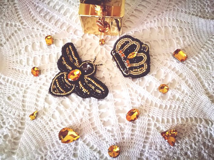Norway Lithuaniangirl Entertainment Brooches Handmade for You Handmade By Me Golden Black Photography Colors Crown Bee 🐝 Locket Textile Necklace Jewelry High Angle View Tablecloth Close-up Bead Gemstone  Jewellery Diamond - Gemstone Personal Accessory Ornament