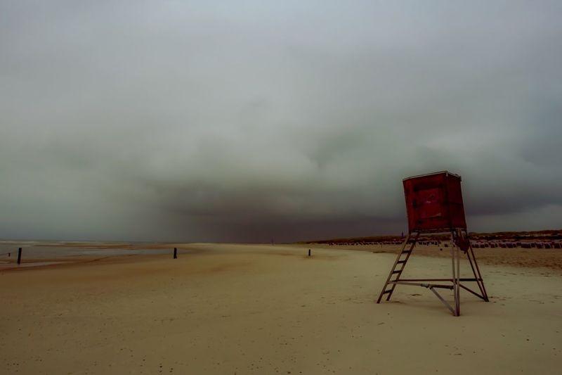 Norderney, weiße Düne, baywatch, Abendstimmung am Strand, Unwetter, dunkler Himmel, Sand, Meer