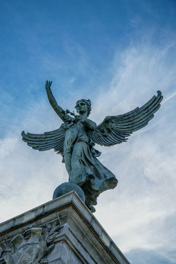 The Angel says hello https://www.youtube.com/watch?v=izGwDsrQ1eQ 18-105mm Angel Angels Blue Blue Sky Canada Coast To Coast Cloud - Sky Clouds And Sky Day Human Representation Low Angle View Low Angle View Mont Royal No People Outdoors Sculpture Sky Sky And Clouds Sony A6300 Statue Urban Urbanphotography Wings