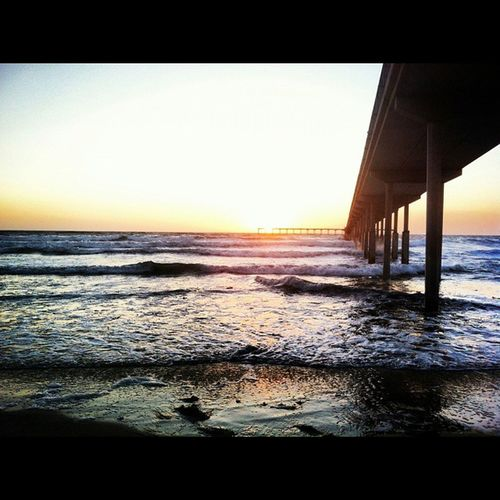 ..missin the sounds of the crashing waves right now. Pacificocean Southerncalifornia Piertopier Beachsick