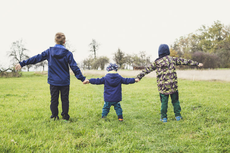 3 Brother Family From Behind Hands Hands On Kids Backlit Boy Boys Brothers Childhood Childhood Friend Childhood Memories Friend Group Group Of People Group Photo Three