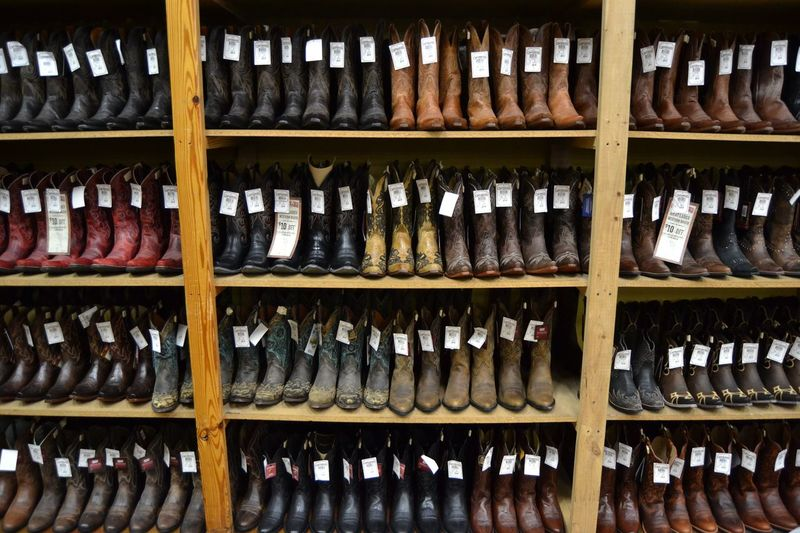 Boots shop in San Antonio (Texas) Colors San Antonio Texas Cowboy Skin Pelle Negozio Market Boot Boots Stivali Shelf Choice Arrangement Variation Large Group Of Objects In A Row Side By Side Order Indoors  No People Shoe Abundance Wood - Material Business For Sale Retail  Retail Display Collection Neat