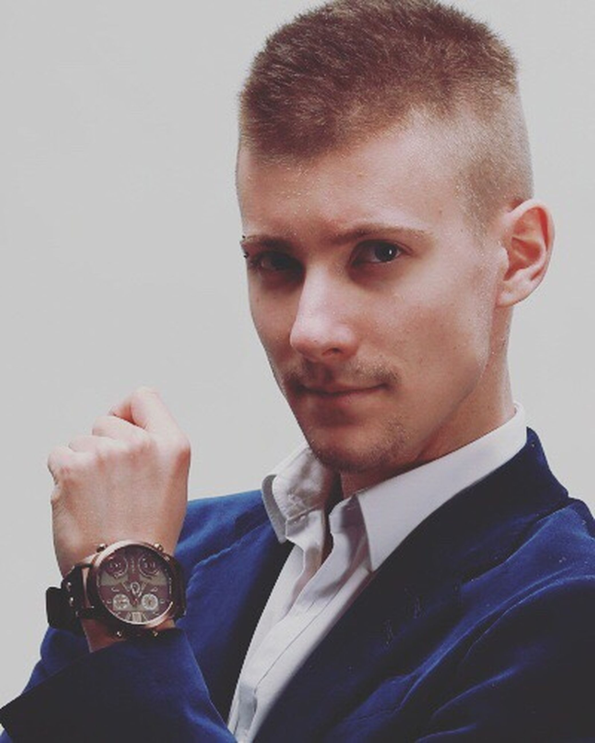 one man only, only men, one person, headshot, businessman, human body part, adults only, adult, people, men, business, business finance and industry, studio shot, wristwatch, portrait, human hand, close-up, indoors, young adult, well-dressed, day