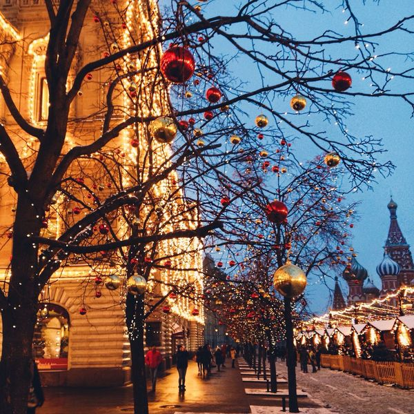 ✨📍Red square Tree Hanging Built Structure Sky Travel Destinations City Architecture Lantern Outdoors Illuminated Building Exterior Branch Celebration Christmas Chinese Lantern Festival Chinese Lantern Bare Tree Christmas Decoration People Christmas Tree Moscow Russia Fires Street Любимая Москва