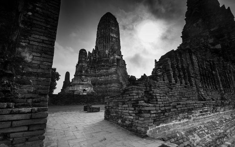 Wat Chaiwatthanaram, Ayutthaya Thailand Ayutthaya Thailand Wat Chaiwatthanaram Amazing Blackandwhite History Temple Travel Destinations Water