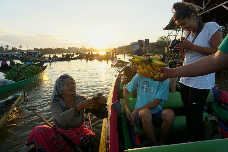 Banana Capture Tomorrow City Friendship Young Women Women Togetherness Bonding Sunset Men Smiling Enjoyment