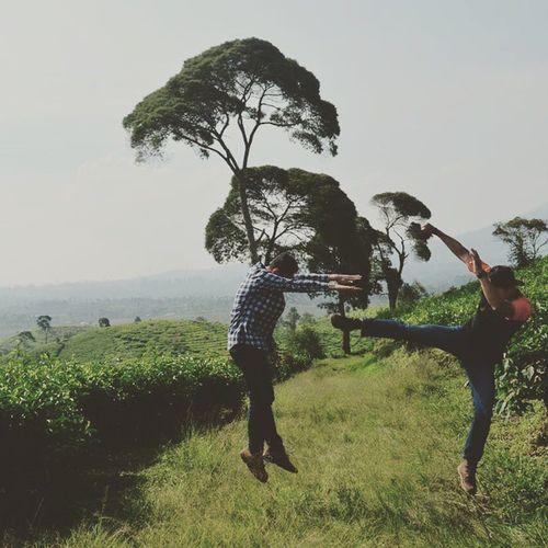 Walaupun posenya kurang mantap, tp segini juga udah keren. Featuring @bedul1212 Photo taken by : @nurmae26 Lokasi : Kebun Teh Pangalengan Ridwanderful JarambahBandung DiBawahLangitBandung BandungIsMe