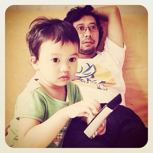 Baby D & Papangki, Rebutan nonton TV on the weekend