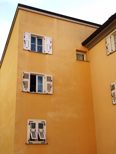 Window Architecture Building Exterior Built Structure House Residential Building Italia Trieste Real Life Houses Case Yellow