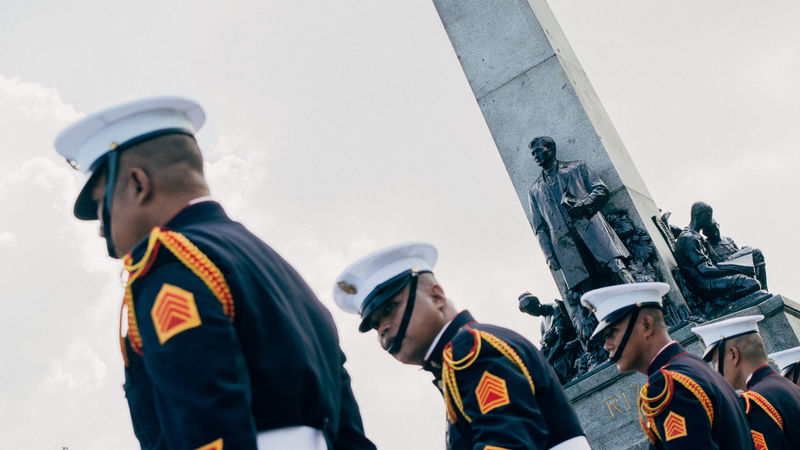 """3/4. """"istatwa at ang guwardiya"""" Cliche Eyeem Philippines From My Point Of View Streetphoto_colorGuards Statue Rizal Luneta Samsungphotography. Dutch Angle for more cancerous-cliche effect"""