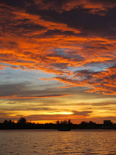 Beauty In Nature Cloud - Sky Dramatic Sky Ominous Sky Orange Color Red Clouds Red Sky At Sunset Sunset Waterfront