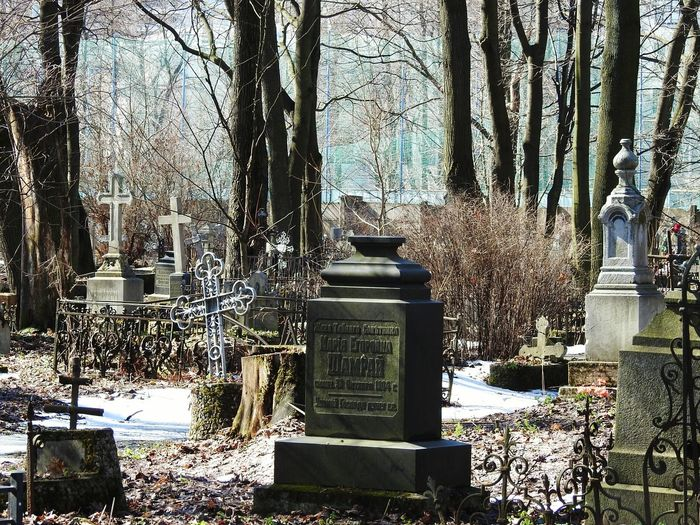 Old cemetery Cemetery Sankt-Petersburg Russia Colors Of Sankt-Peterburg Sankt-peterburg Walking Around Trees Memorial Memories Springtime Sunnyday☀️ Tree Shadow Sky Tombstone Tombstone The End Tomb