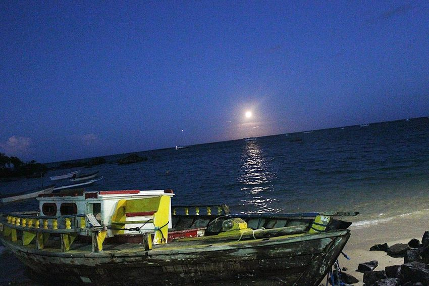 Boats⛵️ Moon Boat Moonlight Sea Seaandmoon Nature Nature_collection Moonlovers Full Moon Moon Light Nightphotography Beach Beachphotography Island Islands Sky Sky_collection First Eyeem Photo Oldboat Seaboat Islandlife Brazil