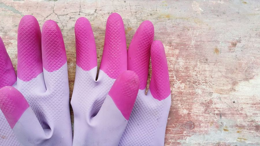 Pink Color Purple Human Body Part Human Hand Close-up People One Person Adults Only Outdoors Day Adult Cloudy Day Morning Samsung Galaxy Note 3 Samsung Galaxy Camera Gloves Purple Gloves Purplelicious Cement Rubber Gloves Purple Rubber