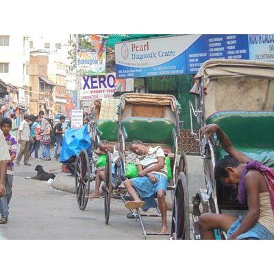 """De Ghum"" 😴 The Midday Nap !! Shot during KolkataInstameet . Off topic but still felt like uploading 😁 . . Wwim11 Wwimkol11 Kolinstameet Streetsofkolkata _soi _cic Calcuttacacophony Calcuttadiaries Rickshaws Handdriven Onlyinbengal Onlyinolderkolkata Northkolkata Uttor_Kolkata Instagram Instameet Oyeitsindia Smartphone_photography Nofilters Sony_xperia Whywealllovecalcutta"