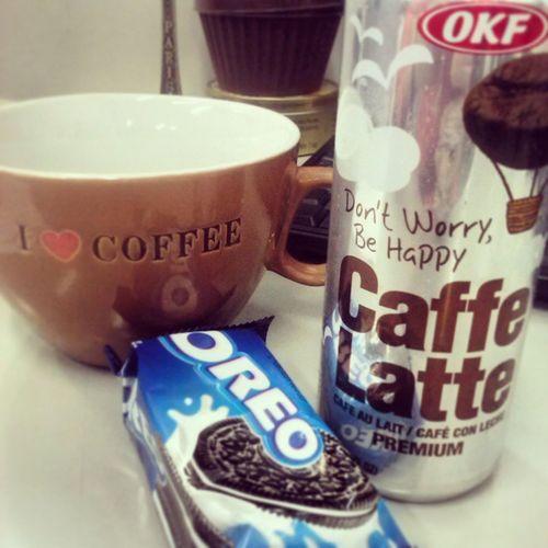 Boooom dia sexta feira! Regada a muiito café! E como o meu café diz nessa foto: Don't worry, be happy! CuteCoffee Caffèlatte Okf Tgif Tksgod Cafeaulait