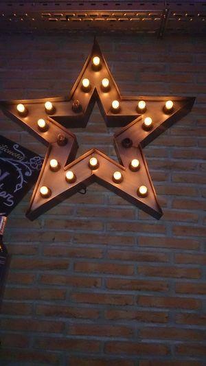 Una Estrella Iliminada en el Pub Chester