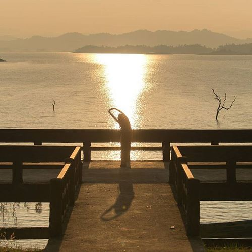 พระอาทิตย์ ตกทิศเดิมทุกวัน อยู่ที่ว่าเราได้มองมันผ่านอะไร Thaitraveling Thetrippacker Loves_siam Worldmastershotz_asia Thailand Sheadventures Outdoorresearch Ngnaturecalling