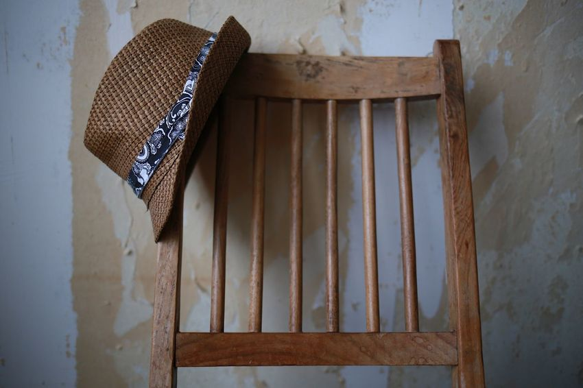 No People Day Architecture Close-up Indoors  Home Interior Wallpaper Indoors  Conceptual Focus On Foreground Wall Art Handmade Hat Fashion Wallpapers Still Life Photography Wooden Chair Backgrounds Wooden Texture Still Life Low Angle View Desk Strawhat Background Chair