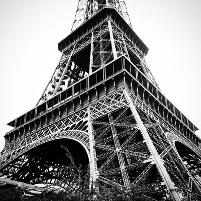 """Paris is always a good idea"" disait Audrey Hepburn... Parisisalwaysagoodidea Paris Parisjetaime Iloveparis parisiloveyou toureiffel eiffeltower sky lady instaparis instagood instaday instalove love photography photooftheday art architecture picoftheday parisstyle parislovers parisfans torreeiffel"