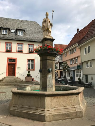Der Lullusbrunnen Lull Lullus Brunnen Architecture Building Exterior Built Structure Sky Cloud - Sky City Building Nature Water Day No People Art And Craft Representation Sculpture Residential District Outdoors Statue Street The Past