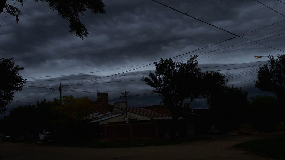 Dia gris Daylight Gris Cluds Tormenta Storm Cloud Tree Night Sky No People Nature Beauty In Nature Outdoors