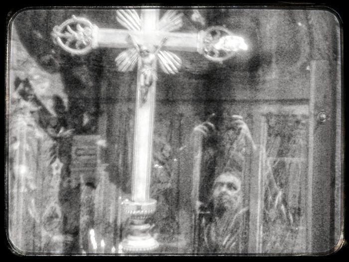 crisi mistica Crocefisso Reflection Selfie Reflection Religious  Black And White Smartphone Photography S3 Mini