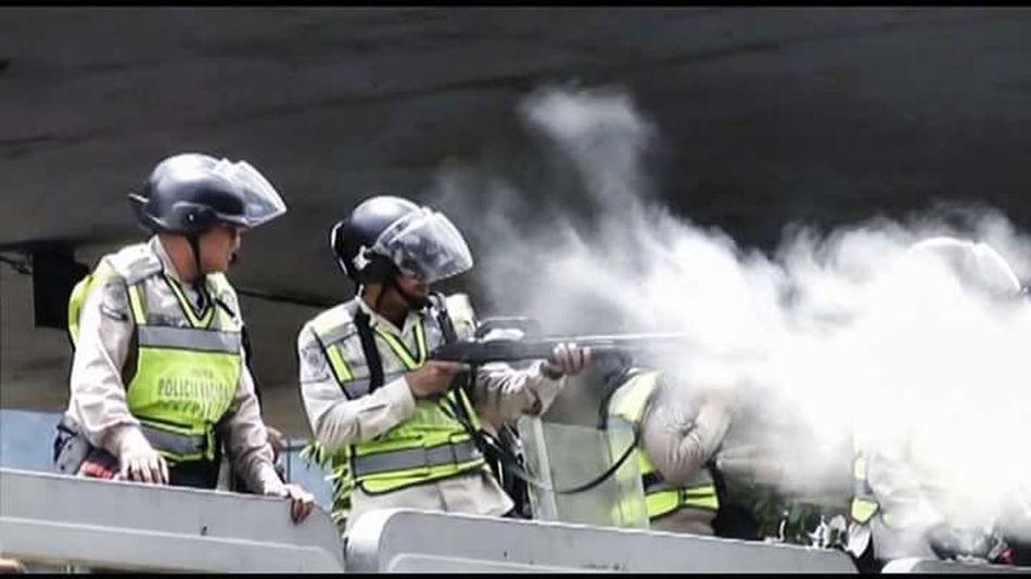 Las fuerzas públicas de Venezuela Police Force Represion Dictadura Death Venezuela Fueramaduro Caracas City Social Photography EyeEmNewHere