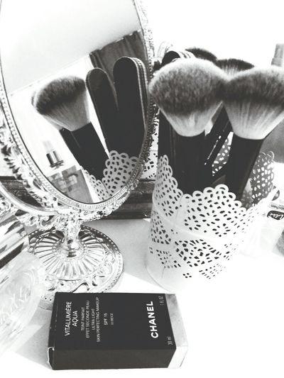 Typical make-up table ♡ Girl Girls Beauty Ordinary  Simplebutperfect