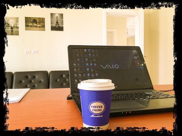 وهل هناك رفيق أجمل من كوب ملئ بالقهوة؟ صباحكم جميل برفقة من تحبون.... #هشام