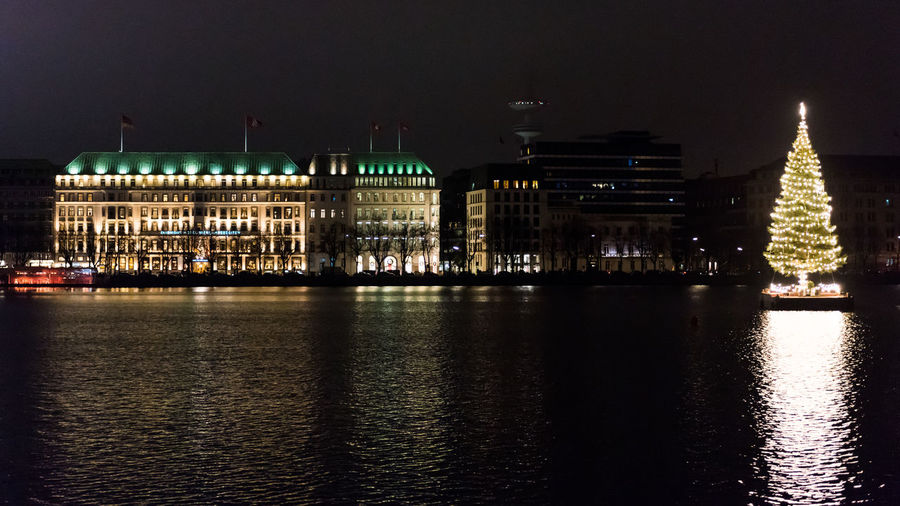 Binnenalster Christmas Christmas Lights Hamburg Hamburg Binnenalster Architecture Building Exterior Built Structure Christmas Tree Germany Go-west-photography.com Hamburgmeineperle Illuminated Night No People Outdoors River Sky Travel Destinations Water Waterfront