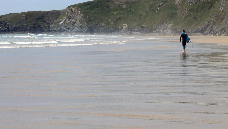 Cornish Coast Cornish Landscape Coastal_collection Coastal Life Cornwall Tourism Cornwall Uk Cornwall Watergate Bay Watergate Surfing Paradise Surfingphotography Surfing Life Surfing Surf's Up Surf Photography Surfer Surfers Paradise Surfs Up Surf's Up🌊 Surf's Up! Surfers Beach Photography Beach Life Beach Day Coastline Landscape