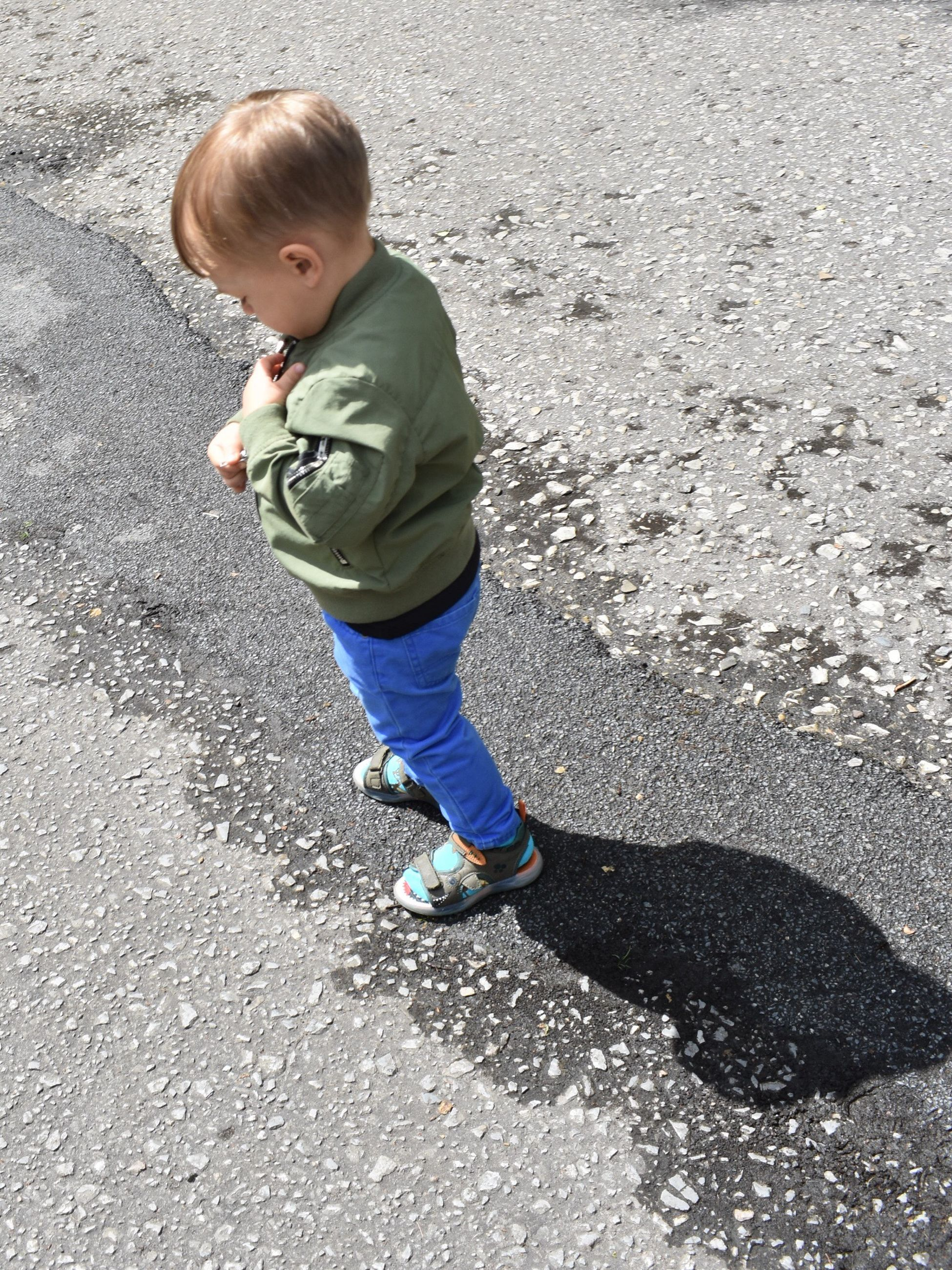 baby, full length, childhood, innocence, high angle view, one person, day, casual clothing, shadow, outdoors, babies only, real people, people
