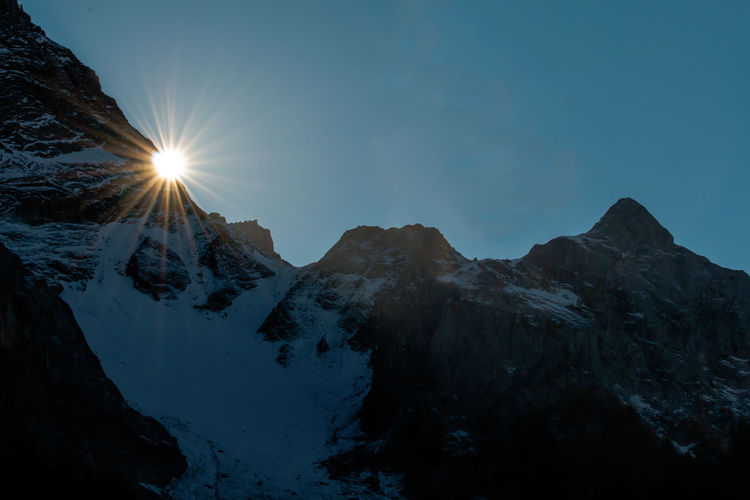 Last sunbeams Backlight Beauty In Nature Gegenlicht Mountains And Sky Sky Snow Sunbeams Sunlight Swiss Alps Tranquil Scene Tranquility Lauenen