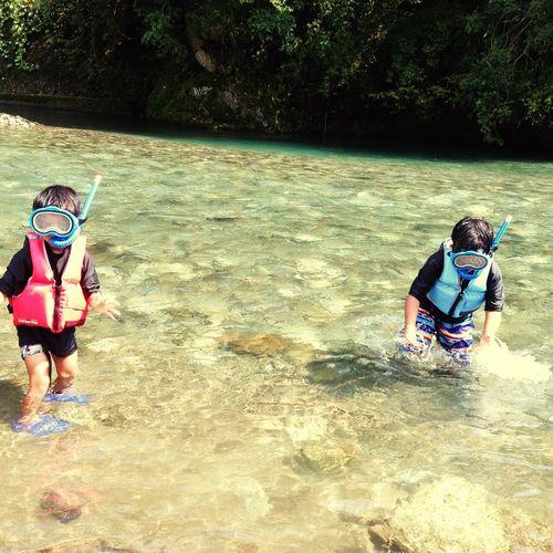 At The River In The River En El Río