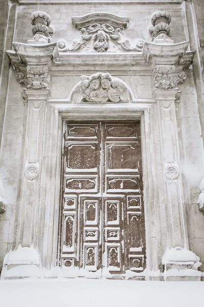 Built Structure Architecture Creativity Door Building Exterior Day No People Bas Relief Outdoors Close-up L'Aquila, Abruzzo, Italy Abruzzo - Italy Abruzzo Italy❤️ Architecture Italy🇮🇹 Snowing Snow ❄ Sulmona Winter Smpe