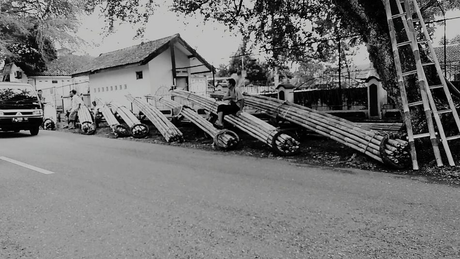 Time to Work-IDN, 2017 Documentary Benproject Street Photography Indonesian Street Photography INDONESIA EyeEm Indonesia EyeEm Best Shots - The Streets Maklumfoto EyeEm The Streets Streetphotography_bw Public Places