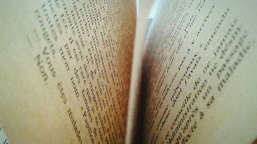 Relaxing Books ♥ Reading A Book In Heaven Loving Life! Calm Happiness Oldbooksmell Taking Photos Randomshot Wird Photo