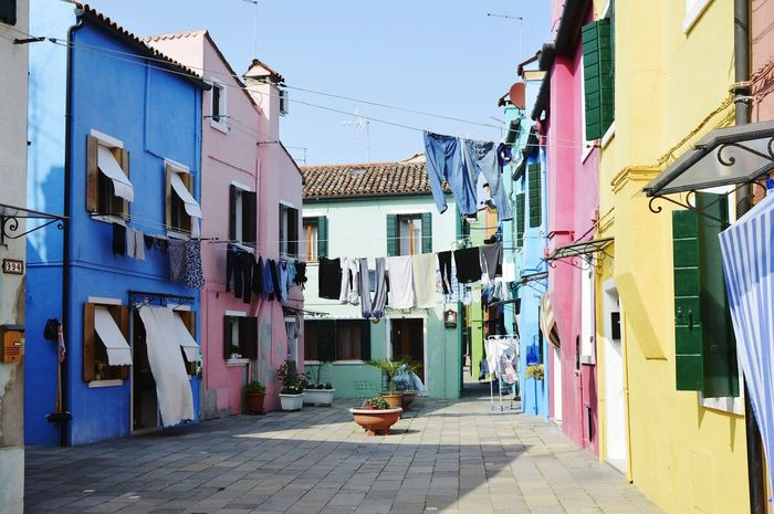 Building Exterior Architecture House Outdoors The Way Forward Built Structure Day Alley Hanging Residential Building Multi Colored No People City Sky Ghetto
