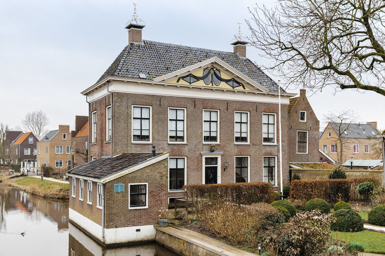 Old manor house, built 1795 and town hall from 1919 to 1984 in Hindeloopen, Netherlands. Architecture Hindeloopen Home Netherlands Building Exterior Built Structure Canal Cottage Detached House Friesland Front Or Back Yard History House Luxury Manor Manor House Old Old Buildings Residential Building Residential District Residential Structure Town Canal Water Waterfront Wealth