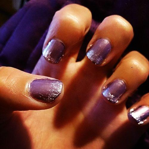 Nailfix - lila med silvertoppar! Nails Naglar Fixa Fint händer lila silver glamour