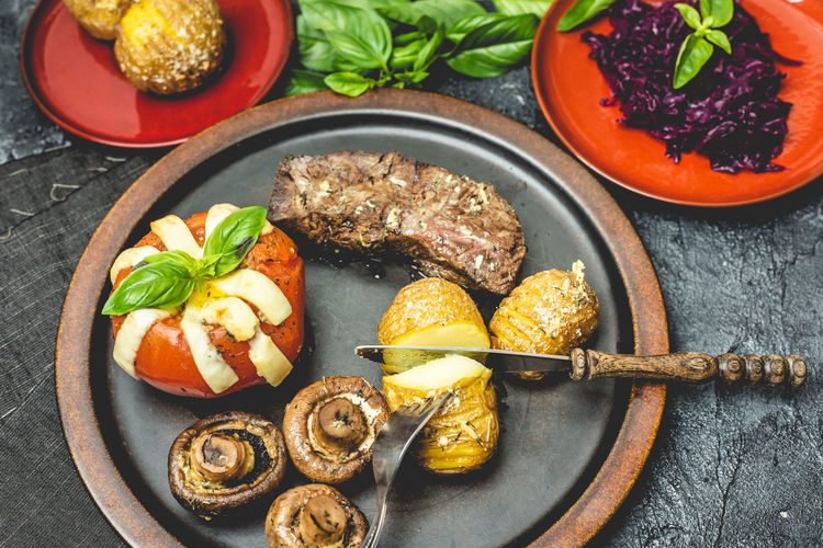 grill time Grilled Grill BBQ Grilled Dinner Dinner Grilled Tomato Tomato Beef Grilled Potato The Foodie - 2019 EyeEm Awards Plate Vegetable Close-up Food And Drink Basil Parmesan Cheese Mozzarella