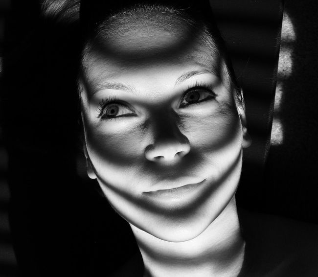 Portrait Portrait Of A Woman Girl Shadow Shadows & Lights Blinds Noir Blackandwhite Black And White Blackandwhite Photography Poeple Woman Shadows Shadowplay People Smile Young Woman