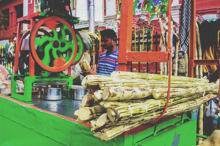 Occupation One Person Working People Adult Adults Only One Man Only Outdoors Manual Worker Only Men Day Sugarcanejuice Sugarcane Sugarcane Juice Seller In Roadside Sugarcane Machine Too Take Out Juice