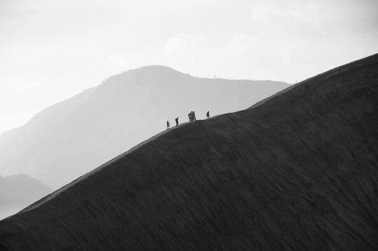 Para pencari keindahan Mountain Nature Travel Destinations Blackandwhite Volcano Crater Bromocrater Wonderfulindonesia Visitmalang Visitindonesia Pendakigunung BromoTenggerSemeru